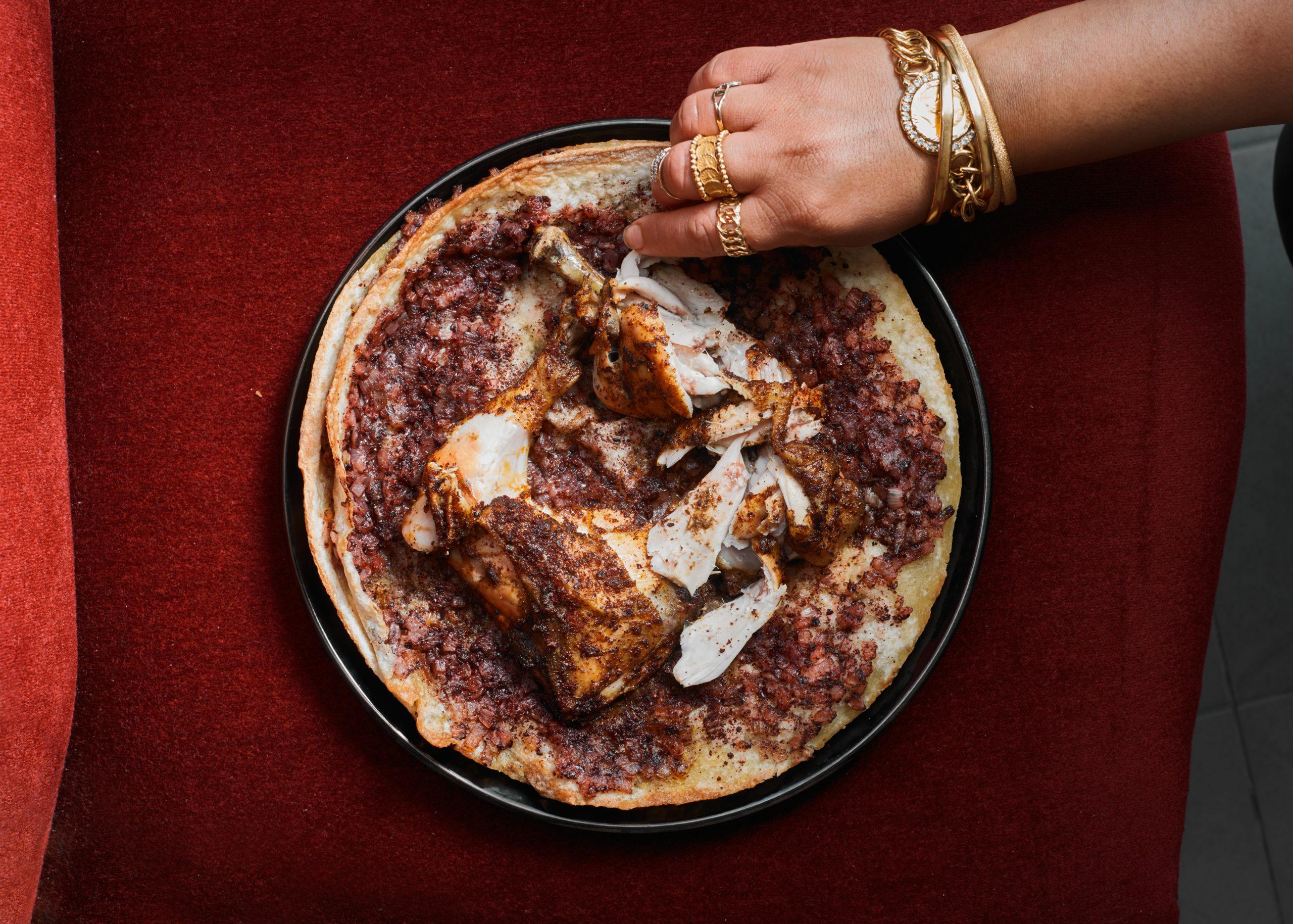 مسخن فلسطيني-دجاج مع بصل وسماق على خبز طابون