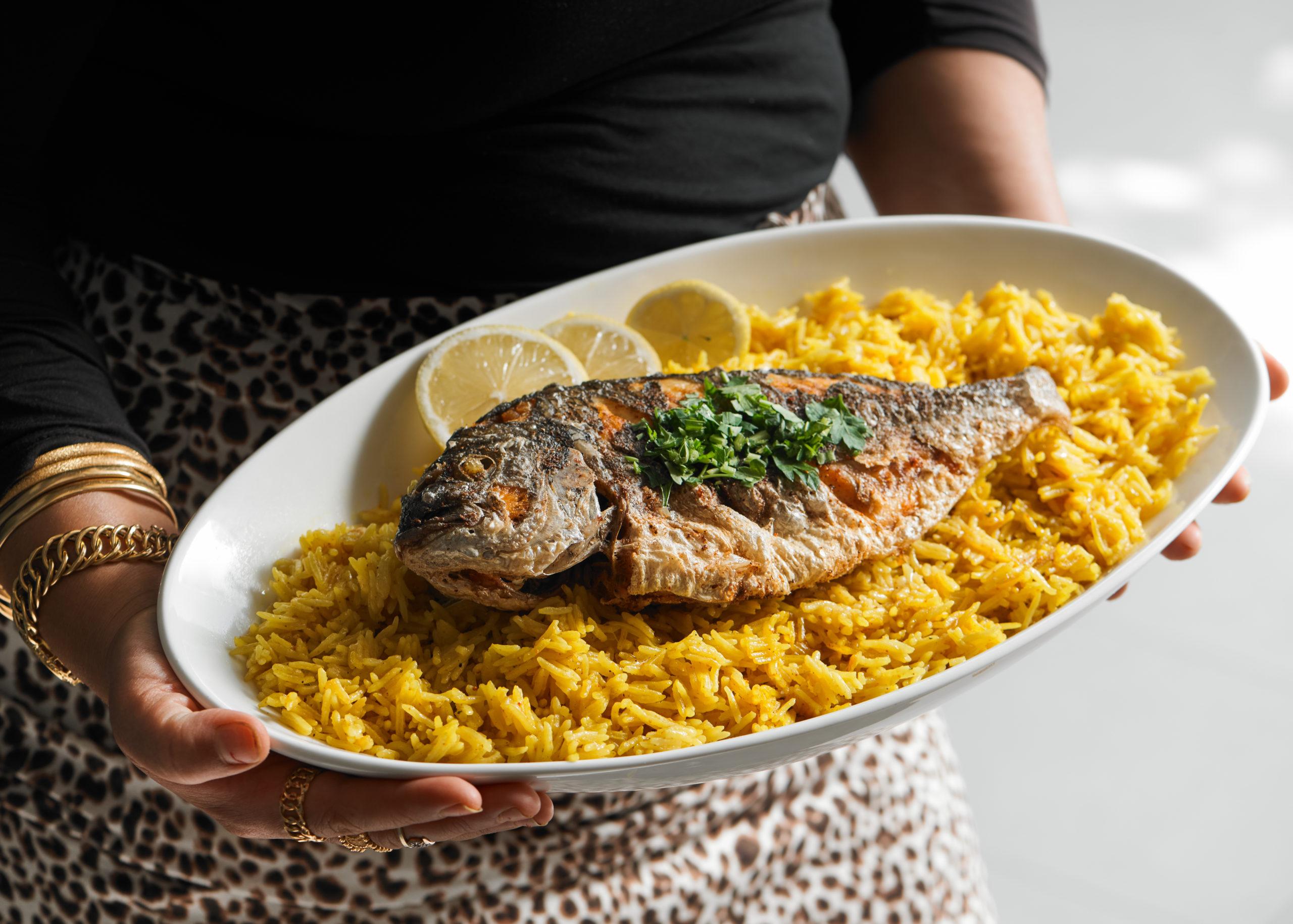 طبق سمك مع رز فلسطيني يسمى صياديه